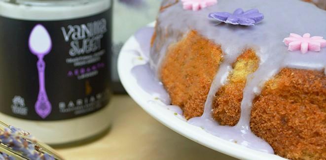 Συνταγή: Κέικ με λεβάντα με γλάσο υποβρύχιο