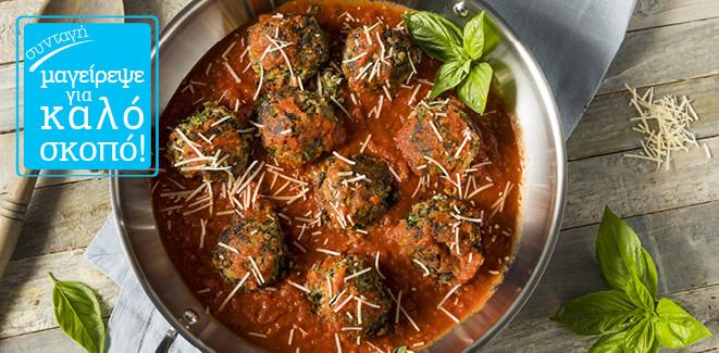 Συνταγή: Χορτοφαγικά κοκκινιστά κεφτεδάκια με σάλτσα τομάτα τσίπουρο