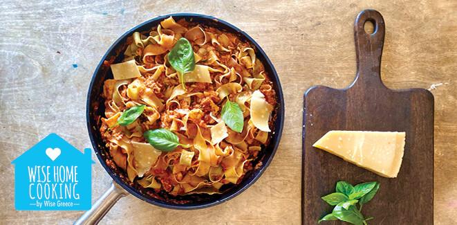 Wise Home Cooking: Ταλιατέλες λαχανικών με σάλτσα, κοτόπουλο και παρμεζάνα